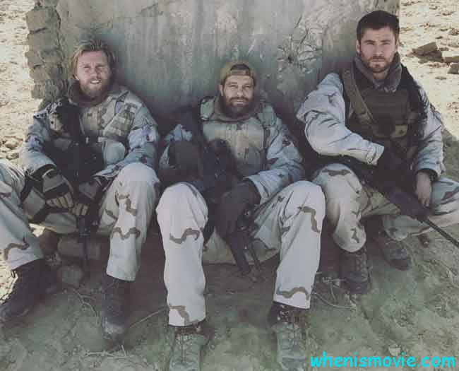 Geoff Stults and Chris Hemsworth in Horse Soldiers
